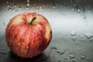 新鮮な赤リンゴ