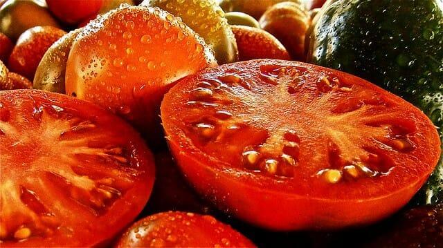 ジューシーなトマト