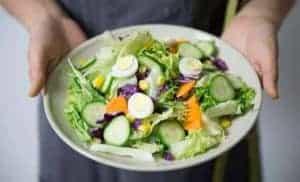 卵を使ったヘルシー野菜サラダ