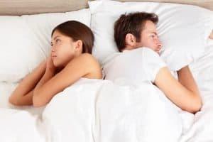 ベッドの中の男と女
