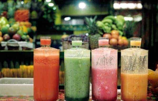 瓶に入った野菜のカクテル