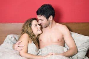男と女の寝姿
