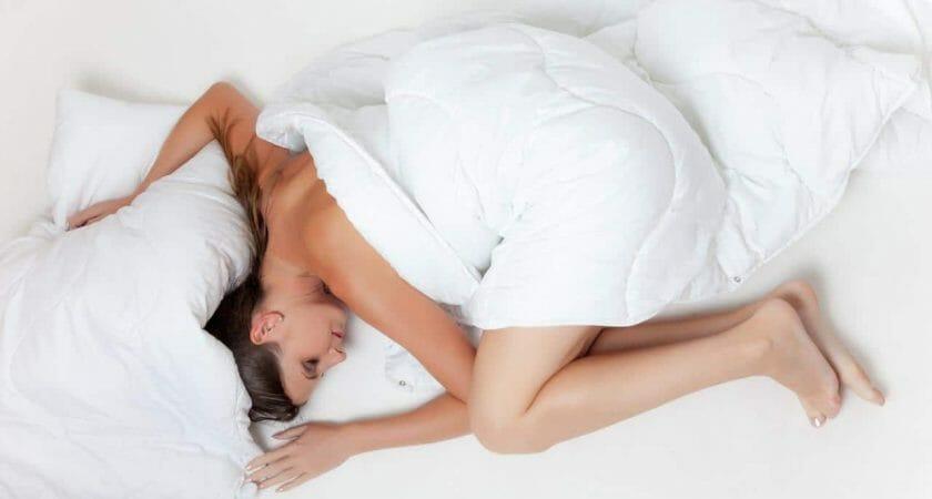 bed sleep rest girl zasypianie