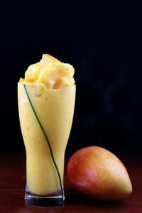 マンゴーとマンゴーフルーツのカクテル
