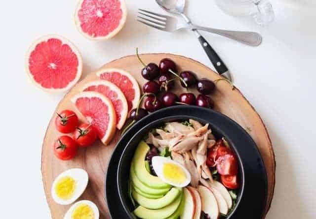 魚卵とフルーツの野菜サラダ