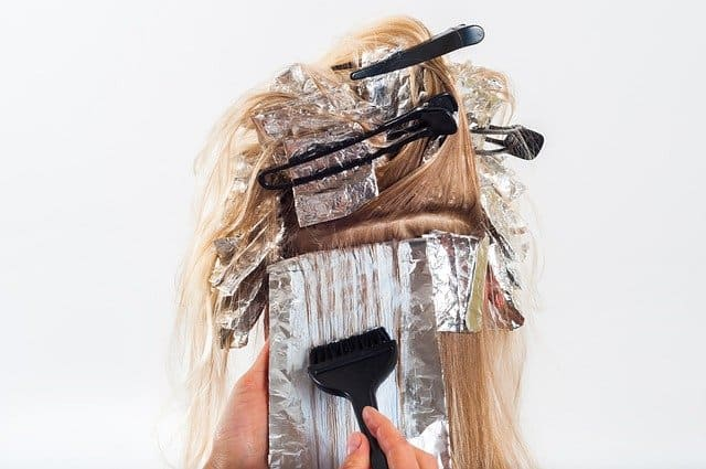 カラーリング中の髪