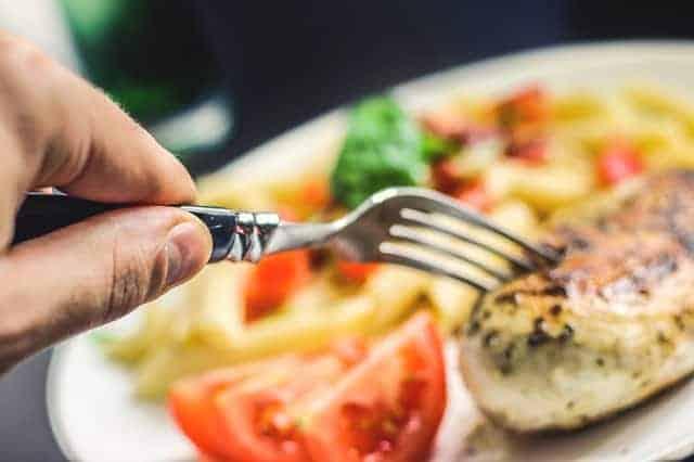 チキンフィレとトマト