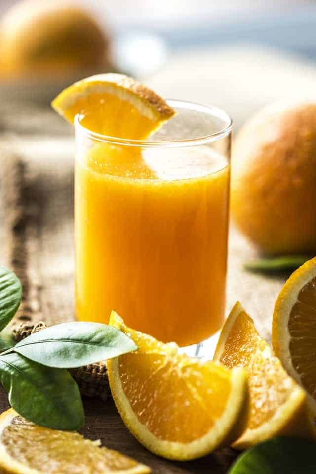 グラスに入ったオレンジジュース