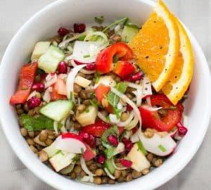 オレンジピースのフルーツと野菜のサラダ