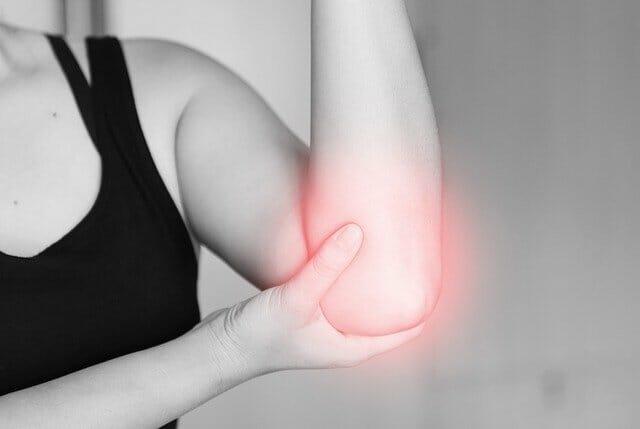 痛みを伴う肘
