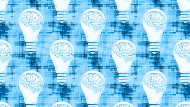 電球の中の脳を描いたグラフィック