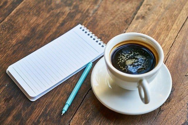コーヒー一杯、ノート一冊、ペン一本