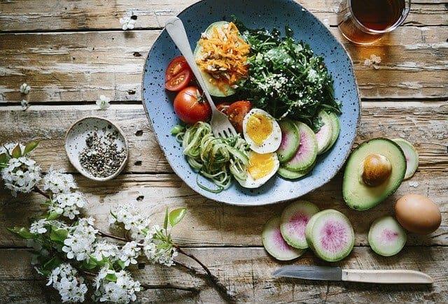 脳のためのダイエット, 健康的な食事, 卵, アボカド, ほうれん草