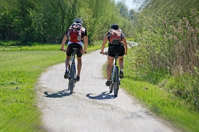 活動、人々のサイクリング