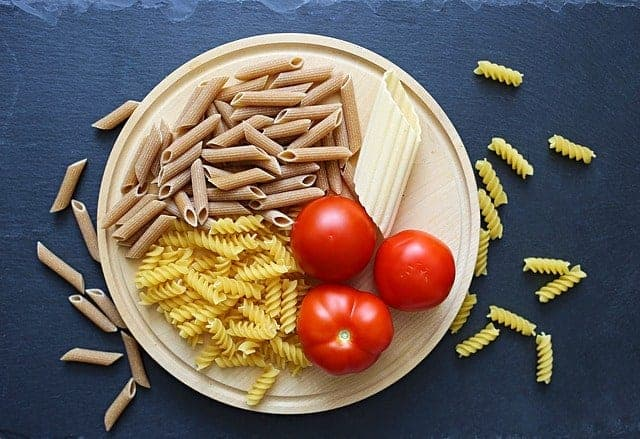 パスタとトマトの器