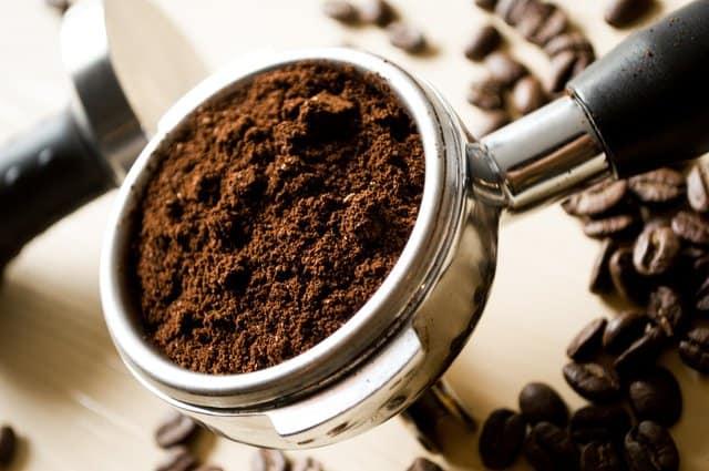 挽いたコーヒー大さじ1杯