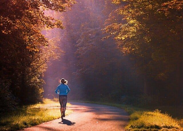 ランナー、公園でのジョギング