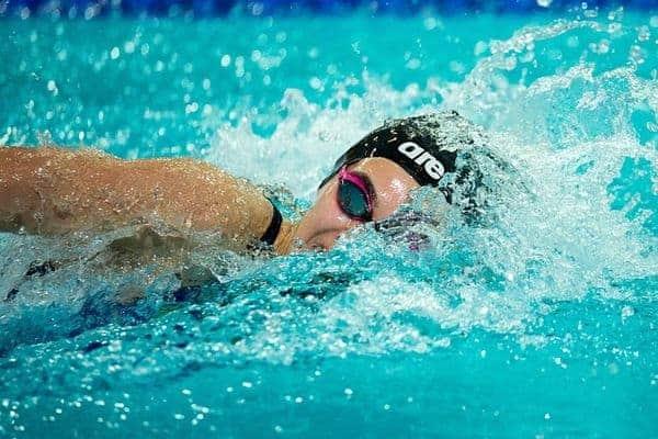 プール泳ぎ