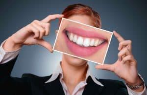 歯の写真を見せてくれる